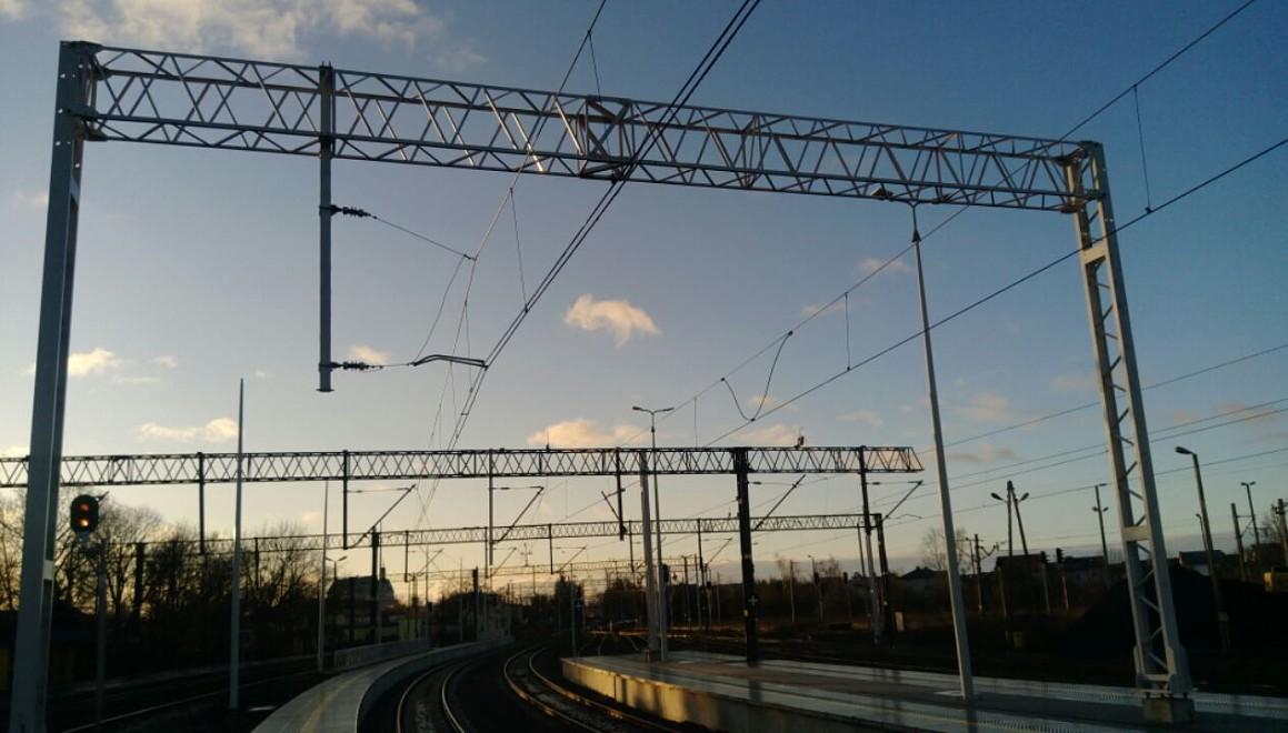 nowe konstrukcje sieci trakcyjnej Stalowa Wola Rozwadów1.jpeg